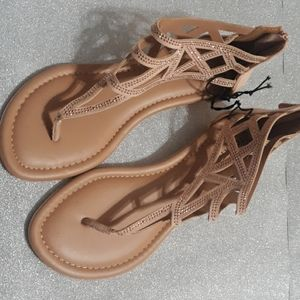 Wide sandels